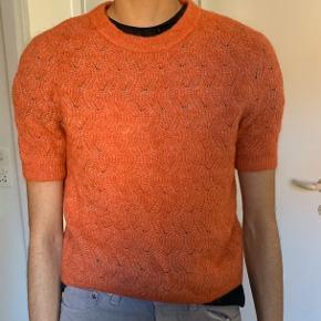 Rigtig sød strikket t-shirt  fra hm. Købt brugt, men har næsten ingen brugstegn:)