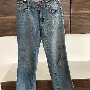 Tommy Hilfiger jeans str. 7 år Kan justeres i livet Pæn stand  Prisen er excl. porto Bemærk, mine priser er faste. Handler gerne mobilepay på 26810990