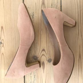 Super fine heels fra Tamaris. Brugt få gange, med små tegn på slid. Skoæske medfølger 🤍