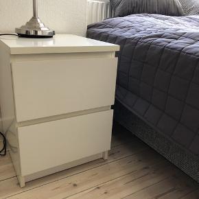 Sælger to af disse sengeborde fra IKEA grundet at jeg har fået nogle nye - de måler 40x55 og nypris var 250,- stykket. Sælges for 90,- pr bord :)