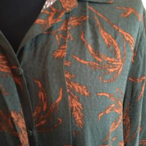 Fin velholdt kjole fra Nümph str 42 bryst 120 længde 114cm