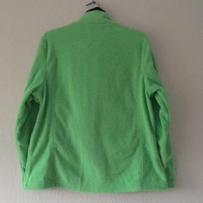 Mega fed trøje, i grøn med mørkeblå detaljer. Str. 44/XLL men kan også passes af 40/L og 42/XL