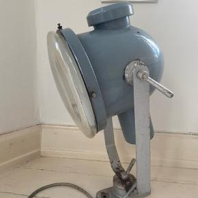Vintage lampe som dekoration - kan ikke tændes   Måler : 65X40 cm