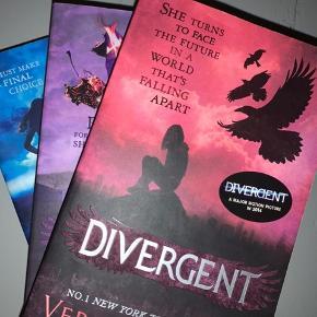 Divergent bøger på engelsk sælges billigt