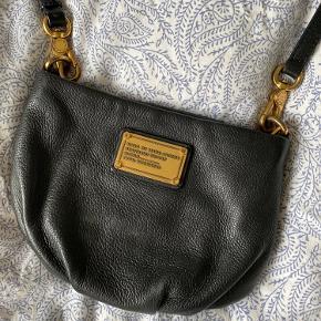 Sælger denne velholdte og flotte taske. Der kan tilkøbes en matchende pung med til tasken
