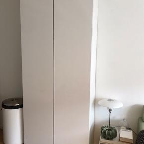 Dejligt stort garderobe skab fra Ikea. Højglans låger.  Bytter ikke