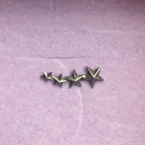 ❤️❤️❤️❤️ Sejeste Line&Jo ørering. 1 styk. Materialet er ægte sølv som er oxideret. Øreringen lægger sig pænt langs øreflippen. Byd gerne.