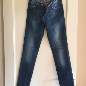 Lee jeans Str: W31 Model: SCARLETT Fremstår som nye.  Sender med DAO eller kan prøves/afhentes Kbh Sv.