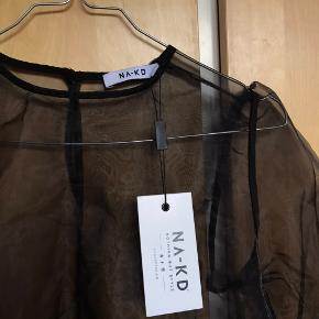Aldrig brugt, gennemsigtig top/bluse fra NAKD, som blev købt ved en fejl. Har stadigvæk prismærke, som kan ses.