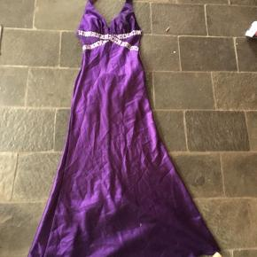 Smuk kjole Brugt en gang til galla