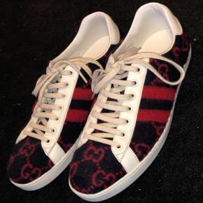 Helt nylanceret sko, har siden da stået til 8.275kr på Farfetch.com. Skal bare af med dem hurtigt.Næsten som ny, brugt 4 gange. Sælges da de er for dyre til, at jeg tør gå med dem. Kvittering, skoboks samt skoposer haves. For flere billeder, kontakt 30207622.