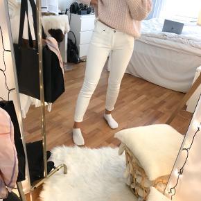 Acne studios blå konst jeans, størrelse 27/32. Aldri brukt, men lappene er tatt av.  Stretch i stoffet, så passer fint både XS og small. Jeg er selv 173, og den passer meg fint i lengden (se bildene). Ta gjerne kontakt for mere info☺️