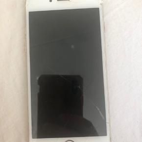 Iphone 6, skadet skærm og bagside men fungerer som den skal og har været i brug indtil for ganske nylig.  Intet medfølgende tilbehør.
