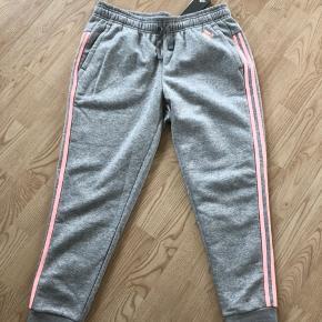 Nye Adidas bukser i str L  😊 Stadig mærke på