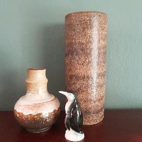 Dejlige keramik vaser med fin glasur 🧡 Strehla (t.v)  Ukendt (t.h)  Pris pr stk 75.- 😘♻️🤘