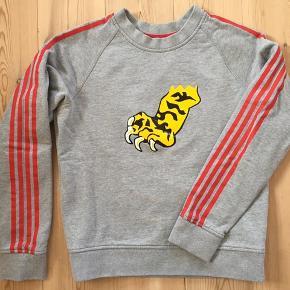 Cool sweatshirt fra Marc by Marc Jacobs - brugt og vasket nogle gange men altid passet på så ingen slid og pletter eller noget. Nypris husker jeg ikke præcis, men over 2000