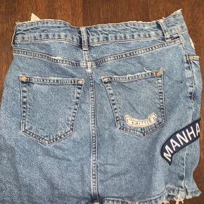 Sælger den her søde nederdel. Super fin stand. Det er en L men ville sige det er m/L ❤️