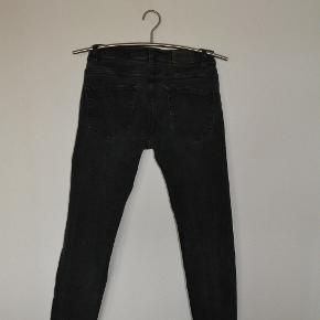 Jeans fra Only & Sons, med masser af stretch i stoffet. str. 31/32 Livvidde 80 cm skridtlængde 77 cm Som afbillede