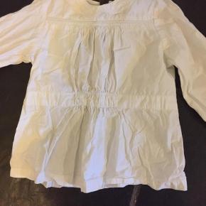 Varetype: SkjorteFarve: Hvid Prisen angivet er inklusiv forsendelse.