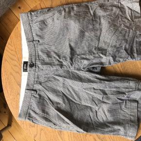 Hugo boss shorts i str. 48, nypris 999,-