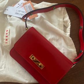 Virkelig fin taske fra Marni.  Købt på Vestiaire Collective og verificeret derigennem.  Mindstepris omkring 3500 kr.