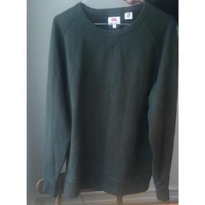 Lækker army-grøn sweatshirt fra Levis.
