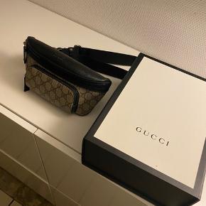 Sælger denne Gucci bæltetaske. Brugt 1 gang og fremstår som helt ny.  Kvit haves.