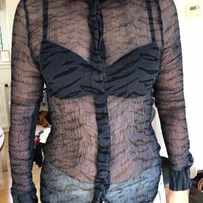 Super fin Ganni skjorte med smukt print.