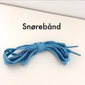 Lyseblå snørebånd. Ca. 127 cm. lang og 8 mm. bred.  Fast pris.  Mødes og handle på Nørrebro ved Runddelen. - Ellers plus porto.  Bytter ikke.