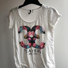 Tshirt med blomstret print
