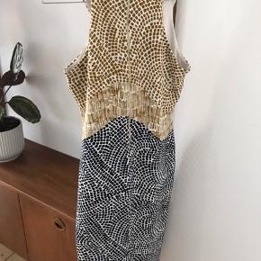Smuk kjole fra H&M. Passer i størrelsen. sender gerne, men køber betaler fragten
