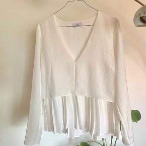 Fineste bluse fra Envii, størrelse M kan også passes af en S. Kun prøvet på.