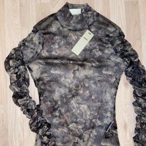 Avela long sleeved t-shirt 1541 Aldrig brugt, stadig med mærke Køber betaler fragt. 💛☀️