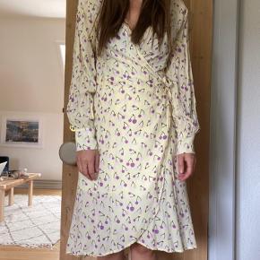 Så fin wrap kjole, brugt et par gange