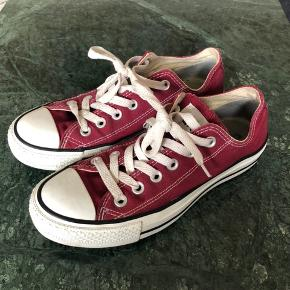 Bordeaux Converse i str 37.