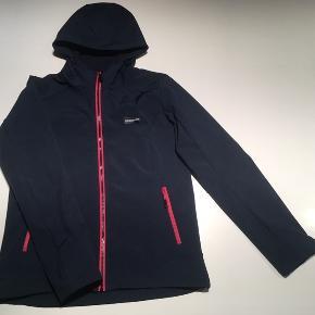 Basecamp outdoor equipment - softshell jakke i str. M.  Næsten som ny.  Kan sendes mod betaling af Porto 😊