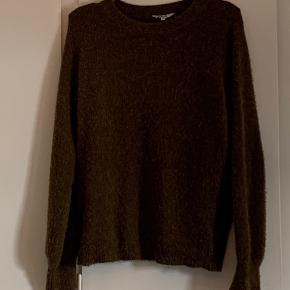 Rigtig lækker strik sweater fra mbyM i str. XS/S model 'helanor' i den flotteste grønne farve. Har sat standen til 'god men brugt' da den lige skal 'affnulres' men den er kun brugt 3 gange.