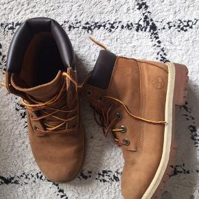 Fine Timberland støvler. Er blevet brugt, men er i pæn stand.