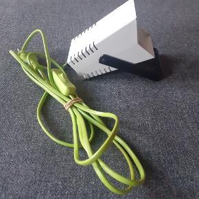 Retrolampe købt på loppemarked og brugt et par gange siden. Sælges pga flytning. Kan bruges som gulvlampe/spotlampe/loftslampe.