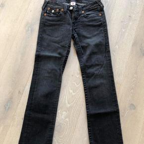 Sælger disse fede jeans fra True Religion. De er brugt få gange. Str. 30.  Np: 1545kr
