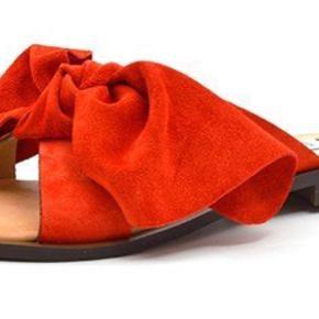 Fine sandaler - brugt sparsomt. Foto wer mine egne er på vej. Sløjfen kan tages af.
