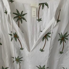 Kun prøvet på. Smart sommerkjole med palmer