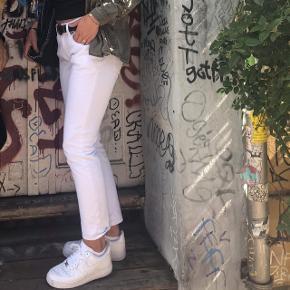 Np 450, byd Sender med Dao på købers eget ansvar. ASOS jeans med 1 normal og 1 stor lomme bagpå