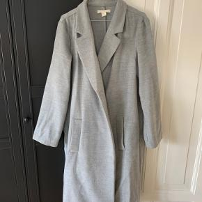 Super fin frakke, lækker stretch, god regulær og pasform.