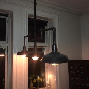 Fed lampe, tre lyskilder, i industrielt look