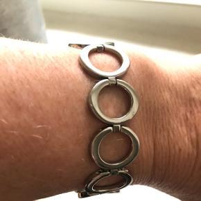 SMUKT armbånd fra Skagen, i alt 21,5 cm. Aldrig brugt (gave) og derfor INGEN ridser eller skrammer👍🏻