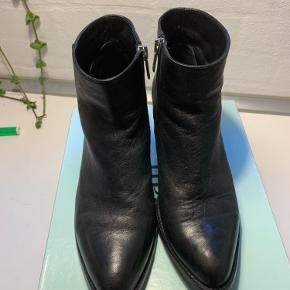 Lige fået nye hæle. Super fine støvletter