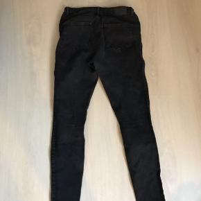 Jeans fra Vero Moda Cond: 7/10 Størrelse M/Lx30, fitter dog M