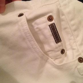 Varetype: Jeans bukser vintage secondhand Størrelse: 10 (28-29) Farve: Hvid  Fede højtaljede vintage Calvin Klein bukser. Som nye, i flot stand.         BYD :-)