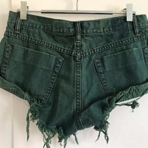 Destroyed look shorts from One Teaspoon. Waist 41cm, side length 21cm.